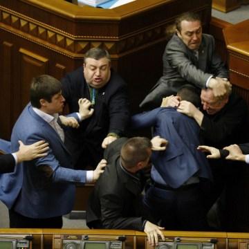 Image: UKRAINE-RUSSIA-CRISIS-POLITICS-PARLIAMENT-FIGHT