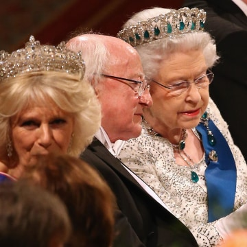 Image: Britain's Queen Elizabeth II, right, and Irish President Michael D. Higgins, center