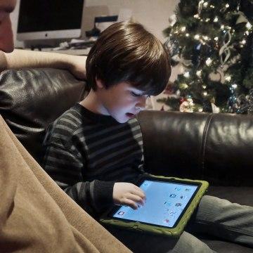 Image: Child on tablet