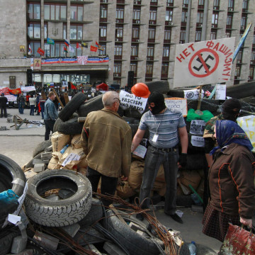 Image: Pro-Russian protesters attend near occupied regional building in Donetsk on Wednesday