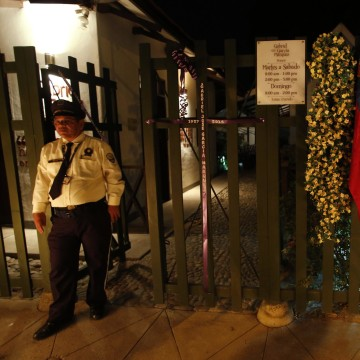 Image: A wreath hangs in front of the house of Colombian Nobel Prize laureate Garcia Marquez in Aracataca