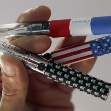 Image: A salesman displays electronic cigarettes