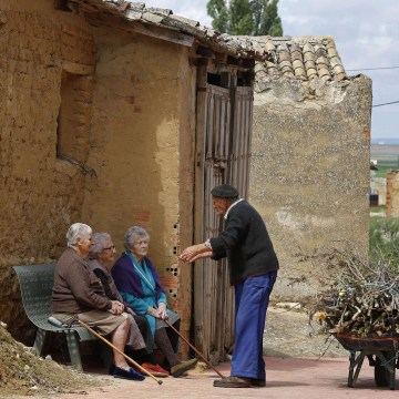 Image: Residents of the small Spanish town of Castrillo Matajudios