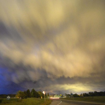 Image: Low-level thunderstorm supercell passes over the area of Hampton