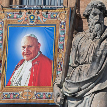 Image: Vatican preparing for Popes' Canonization