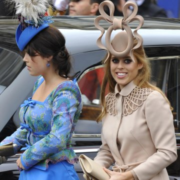 Image: Princess Beatrice and her sister Princess Eugenie arrive at Westminster Abbey