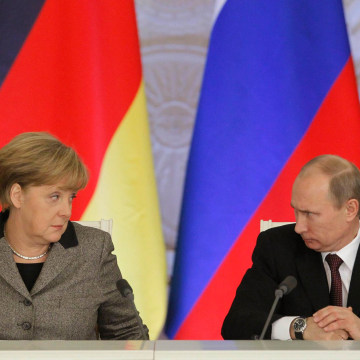 Image: German Chancellor Angela Merkel and Russian President Vladimir Putin