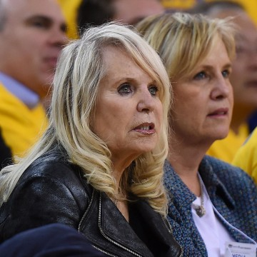 Image: Shelly Sterling, the wife of Donald Sterling owner of the Los Angeles Clippers, watches the Clippers