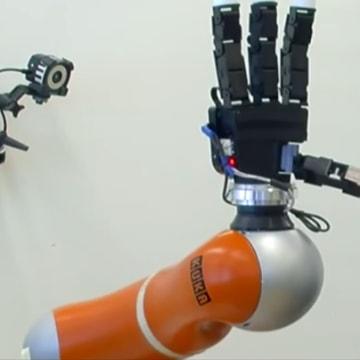 Image: Ball-catching robot arm