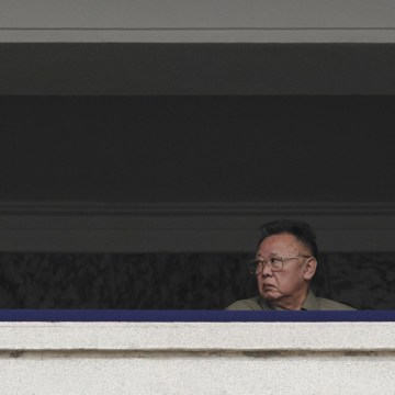 Image: King Jong Un and Kim Jong Il in Oct. 2010