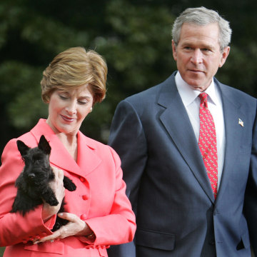 Image: President Bush and first lady Laura Bush show off their puppy Miss Beazley