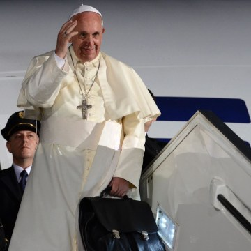 Image: Pope Francis leaves Israel