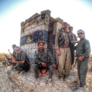 Image: Kurdish Peshmerga on duty near Jalawla, Iraq