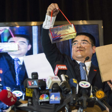 Image: Chinese millionaire Chen Guangbiao performs magic tricks during a lunch he sponsored for hundreds of needy New Yorkers at Loeb Boathouse in New York's Central Park