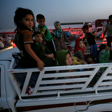 Image: Fleeing Iraqi citizens from Mosul and other northern towns