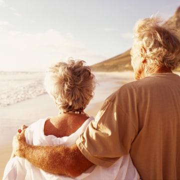 Image: Couple on beach