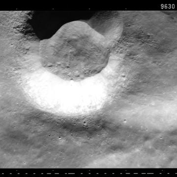 Image: Cigar-shaped UFO?