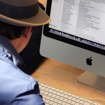 Image: A customer uses an Apple iMac computer