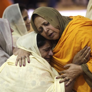 Image: Wisconsin Community Pays Respects to Sikhs Killed in Shooting Rampage
