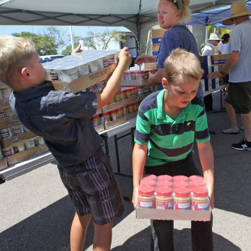 Image: Volunteers at food distribution for military families