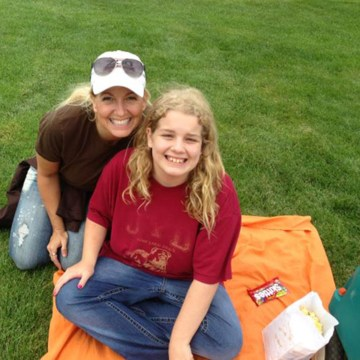 Image: Kelli Stapleton and her daughter, Issy.