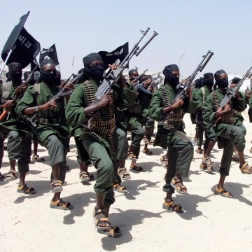 Image: Hundreds of newly trained Shabaab fighters perform military exercises