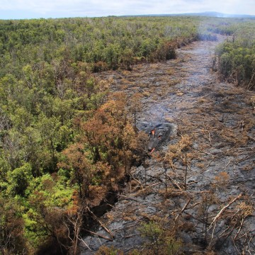 Image: Fluid lava stream