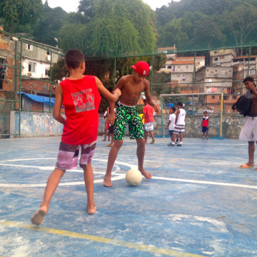 Image: Kids Playing in Sao Paolo