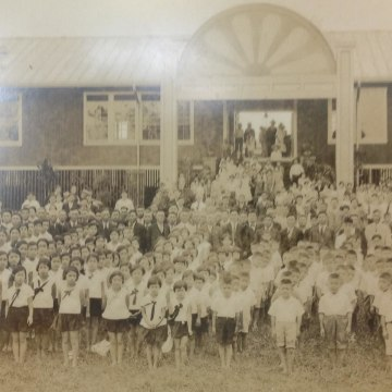 The new Pahoa Japanese School was constructed in 1931. The land was given to the Territory of Hawaii for Pahoa Elementary School. This structure was destroyed by fire in the 1970s.