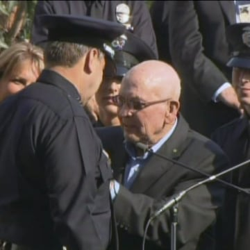 Image: Charlie Beck is sworn in as LAPD chief in 2009 with the help of his father, George