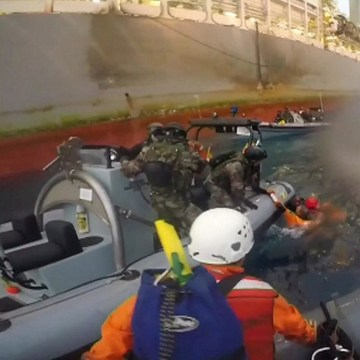 Image: Spanish Navy members rescue Greenpeace member