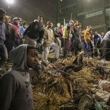 Image: A building collapsed in Cairo