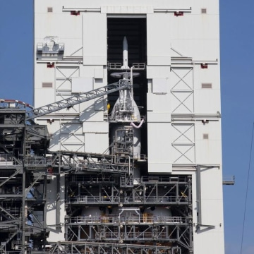 Image: Orion spacecraft stacked on top of Delta 4 Heavy rocket