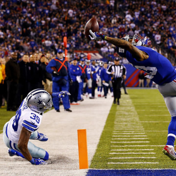 Image: Odell Beckham of the New York Giants scores a one-handed touchdown in the second quarter against the Dallas Cowboys