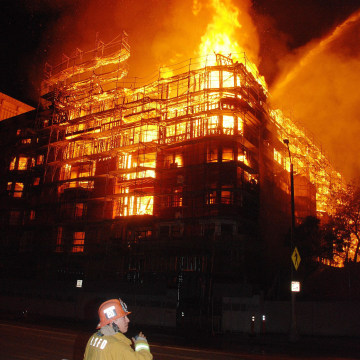 Image: Huge building fire in downtown LA