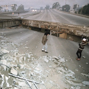 Image: The Santa Monica Freeway has split and collapsed over La Cienega Boulevard following the Northridge quake