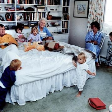 Image: President Bush and his grandchildren in Kennebunkport ME.