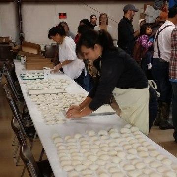Making the mochi ricecakes at Koda Farms Mochitsuki