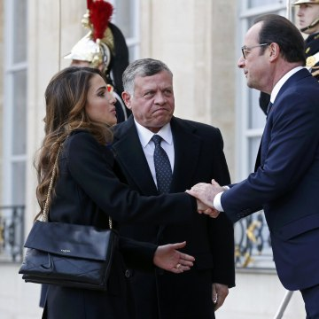 Image: French President Francois Hollande welcomes Jordan's King Abdullah and his wife Queen Rania at the Elysee Palace before attending a solidarity march in the streets of Paris