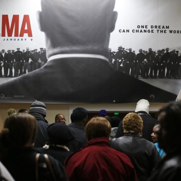 """Image: Audience members line up for a screening of the movie """"Selma"""" at the Selma Walton Theatre in Selma"""