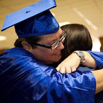 Image: Kelly Gissendaner hugging daughter