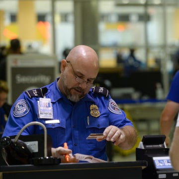 Image: TSA screening at Hartsfield-Jackson Atlanta International Airport