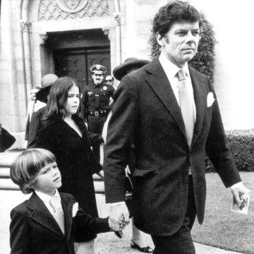 Image: Gordon Getty with his son Andrew leaves the Wilshire United Methodist church