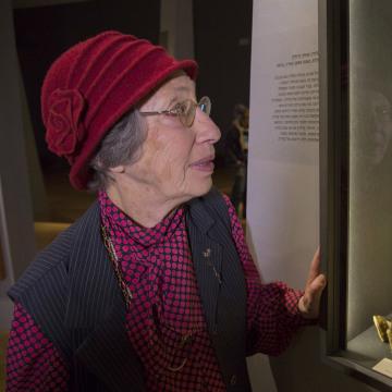 Image: Holocaust survivor Claudine Schwartz