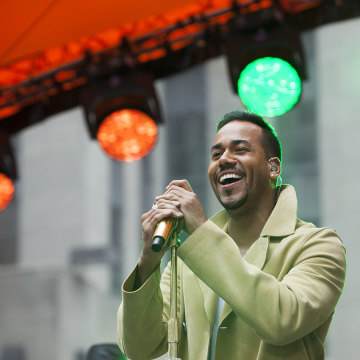 Image: Romeo Santos performing on the TODAY show
