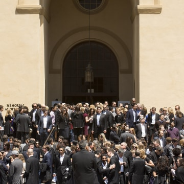 Image: Mourners at memorial service for SurveyMonkey CEO David Goldberg