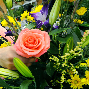 Image: Mother's Day; New Mexico; flowers; rose; florist; floral designer; Desarae Terrazas