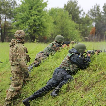 Image: U.S. Army instructors train Ukrainian military forces at the Yavoriv training center