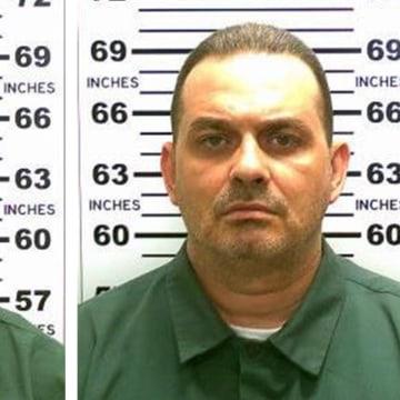 Image: Two convicted murderers escape prison