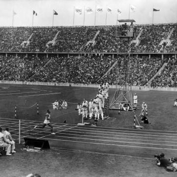 Image: Jesse Owens in 1936